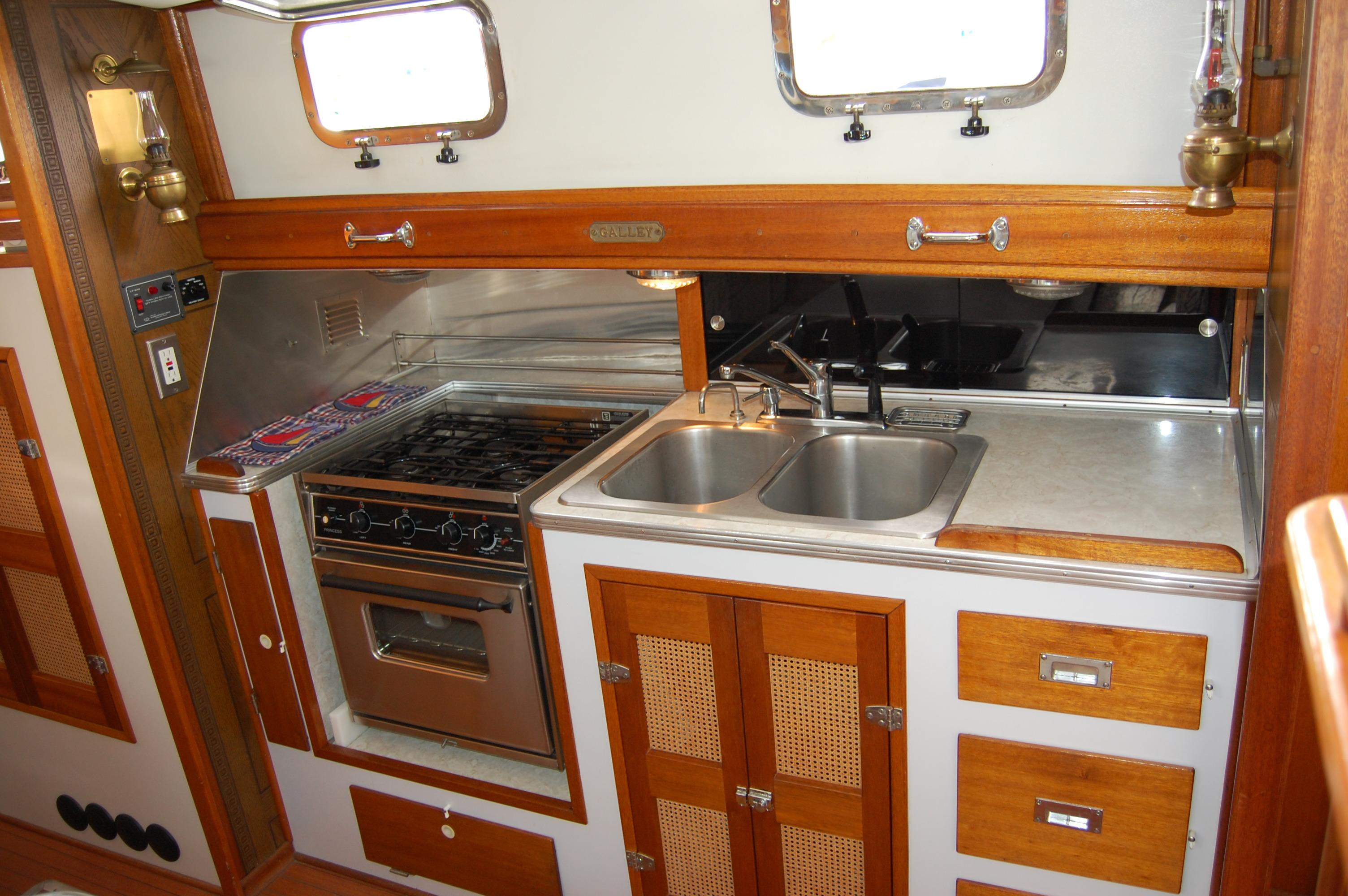 44' Custom C-Smoke Ferrocement Ketch+Sinks