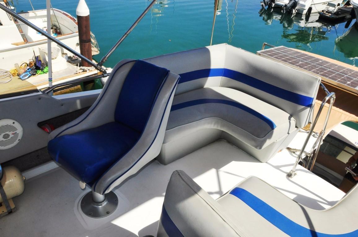 32' Bayliner Sedan+Electric Windlass