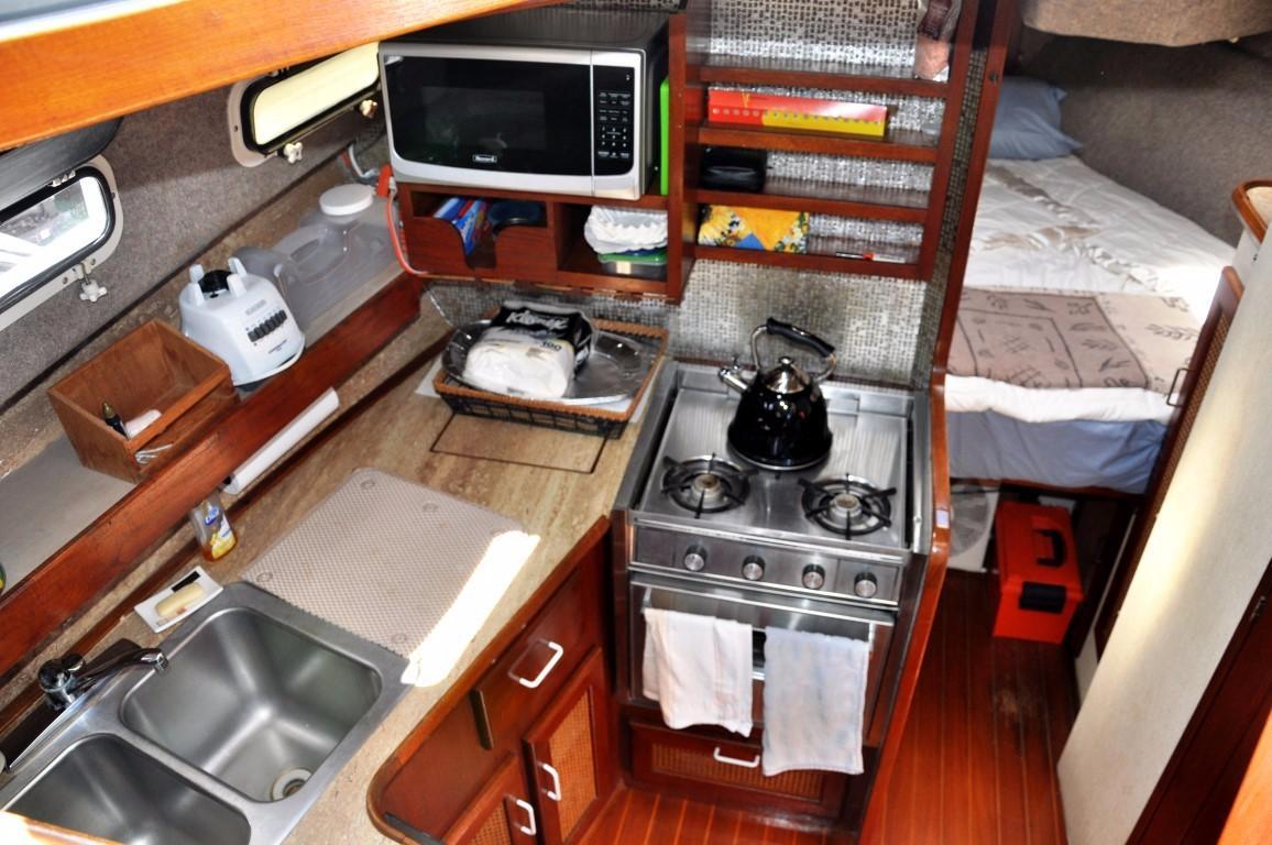 32' Bayliner Sedan+V-berth