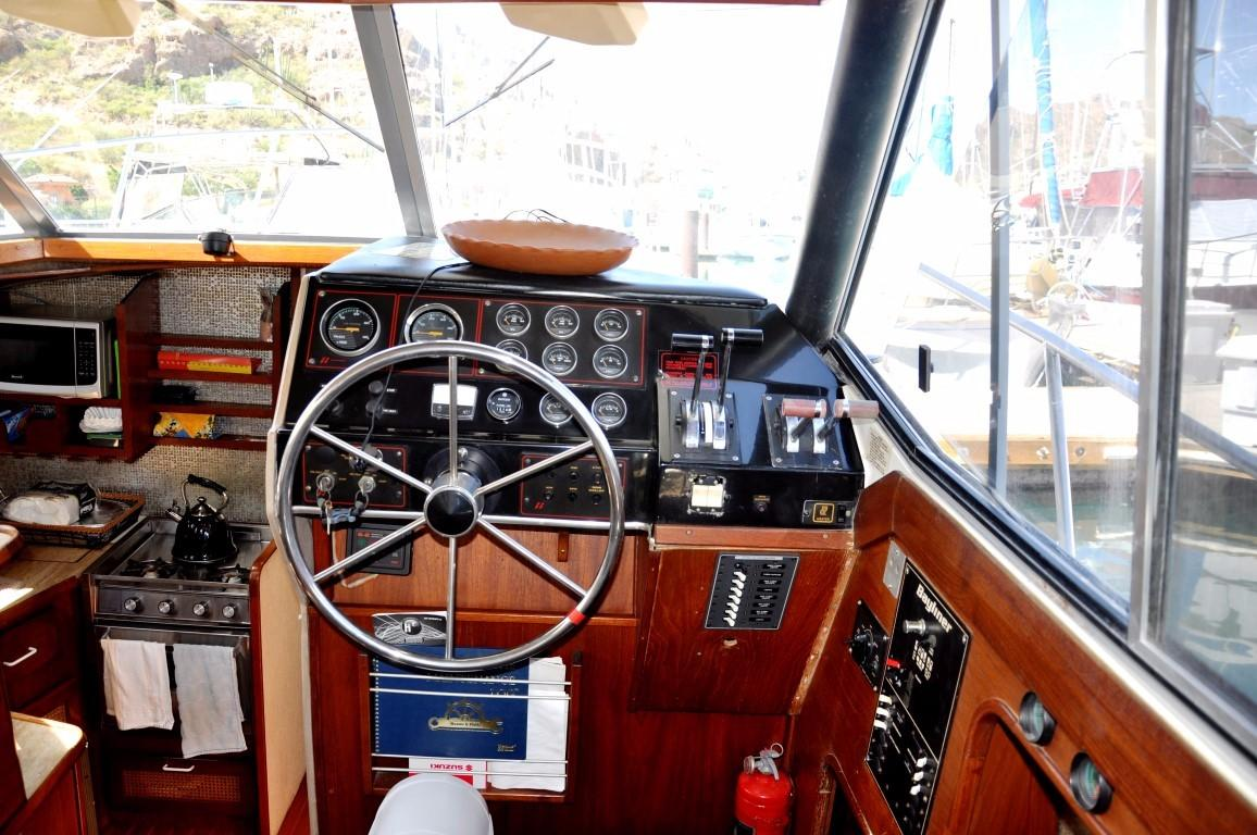 32' Bayliner Sedan+Photo 8