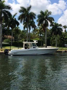 2012 Boston Whaler 370 Outrage