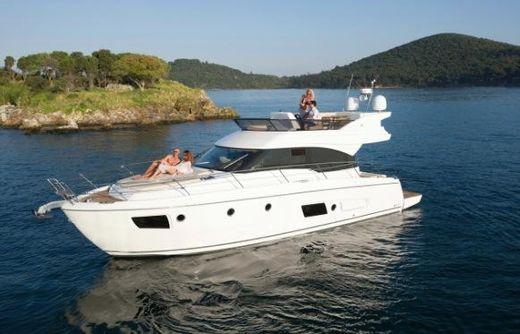 2013 Bavaria Motor Boats Virtess 420 Flybridge