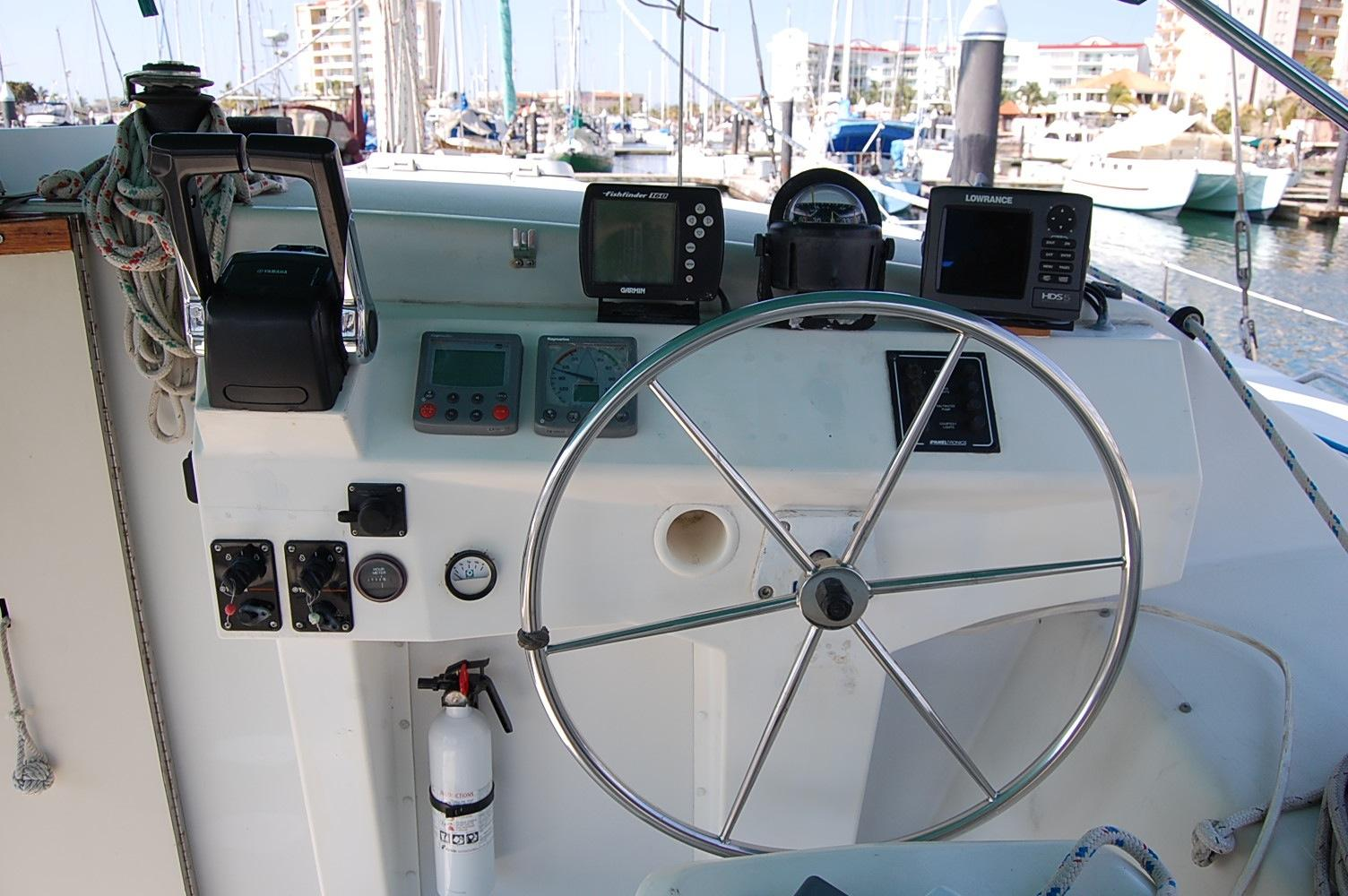 36' PDQ Classic+View from Helm looking forward