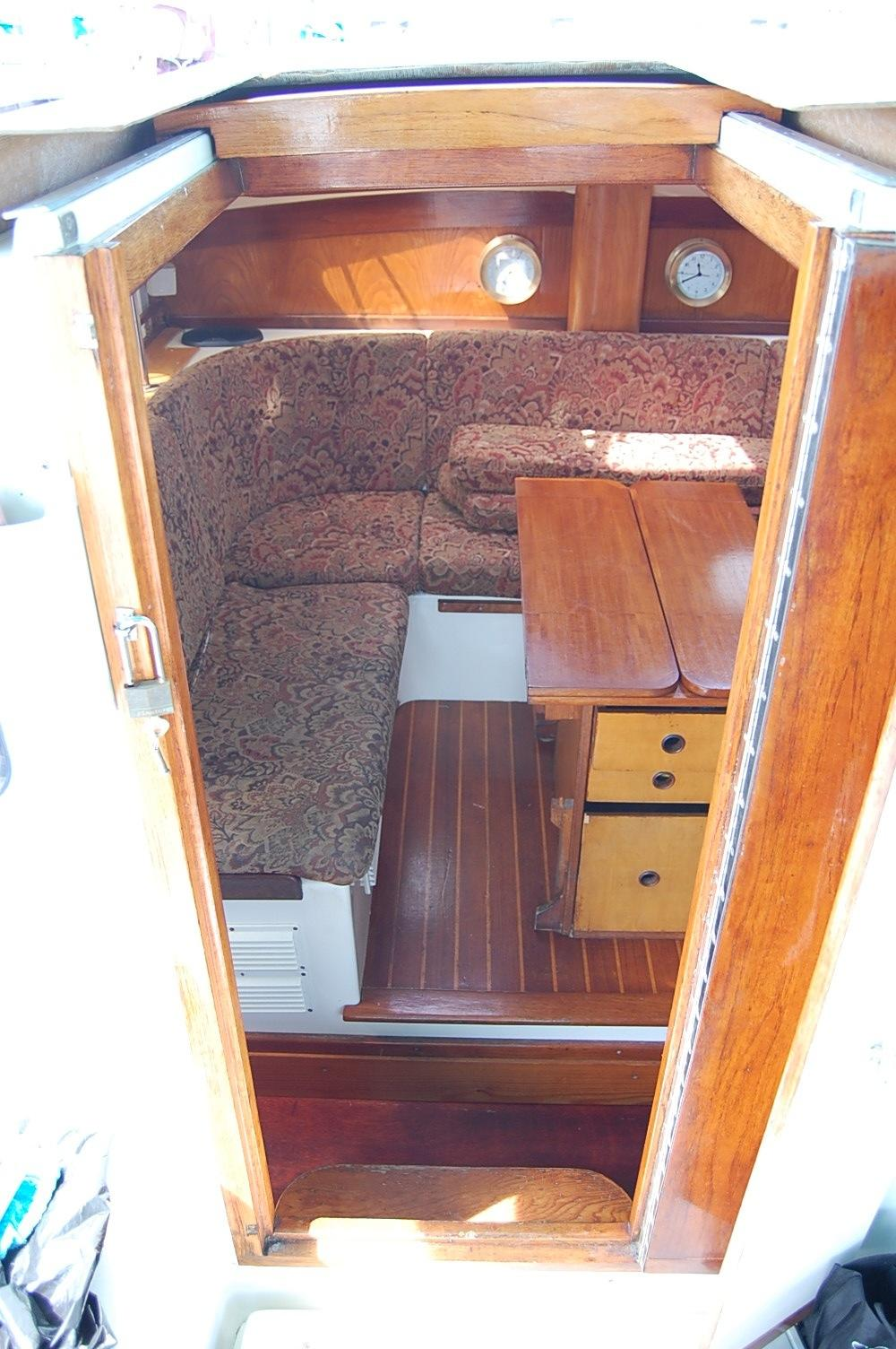 36' PDQ Classic+Port side Seating