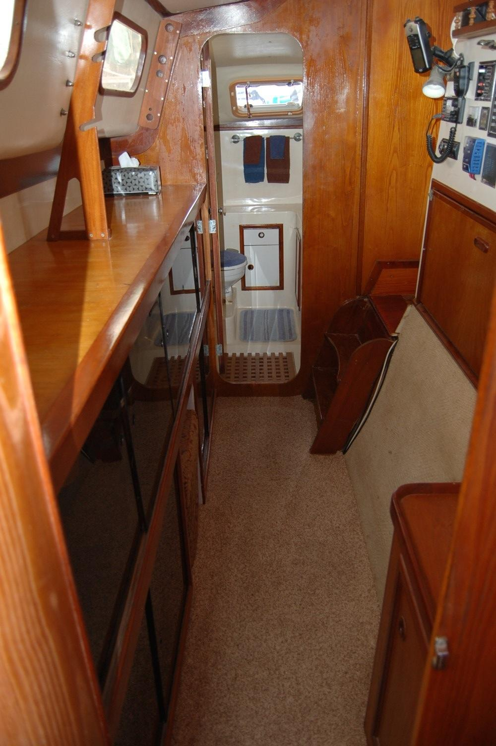36' PDQ Classic+Entrance to the aft head