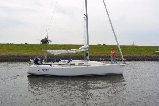 2005 J Boats 109