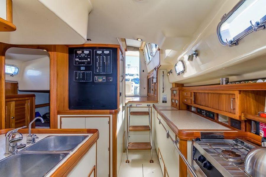 2008 Island Packet SP Cruiser Interior Salon