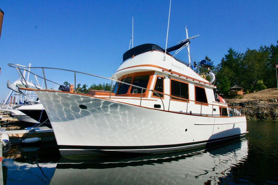 1977 chb tri-cabin trawler