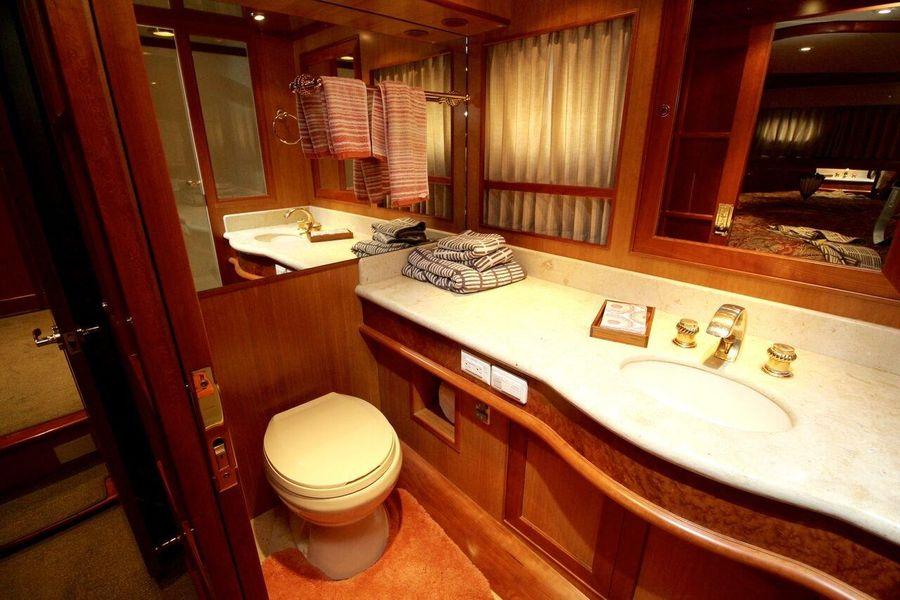 Mckinna 57 Pilothouse Master Bathroom Head