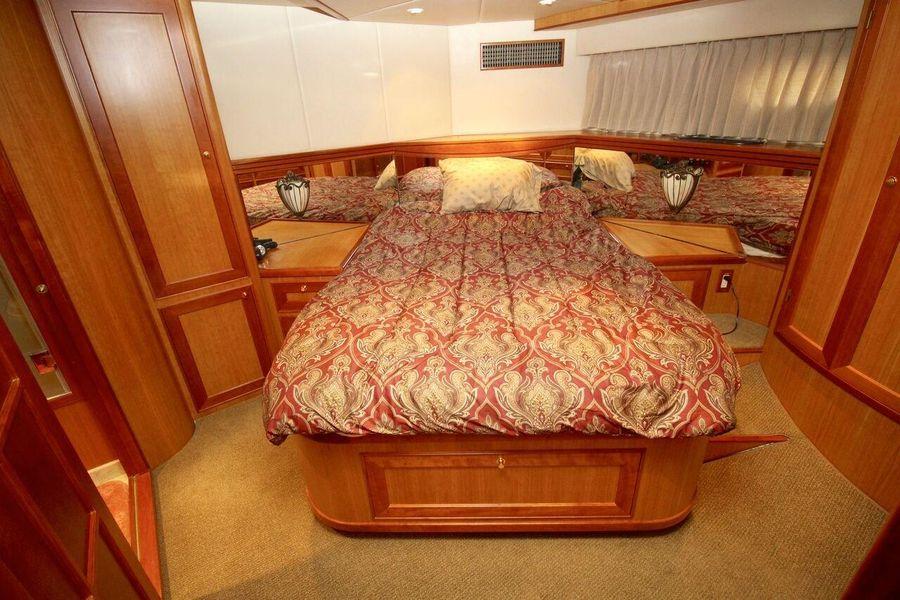 Mckinna 57 Pilothouse Master Stateroom Bed
