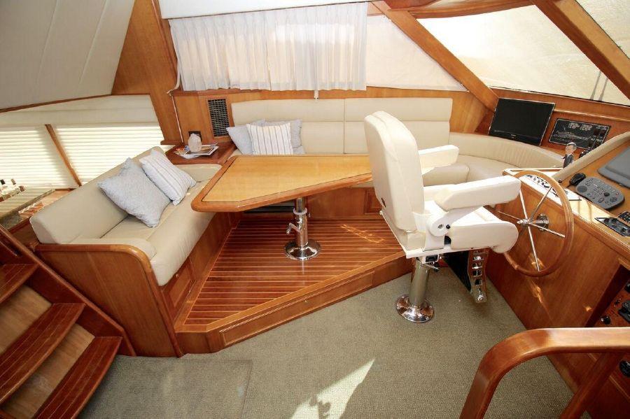 Mckinna 57 Pilothouse Lounge Settee