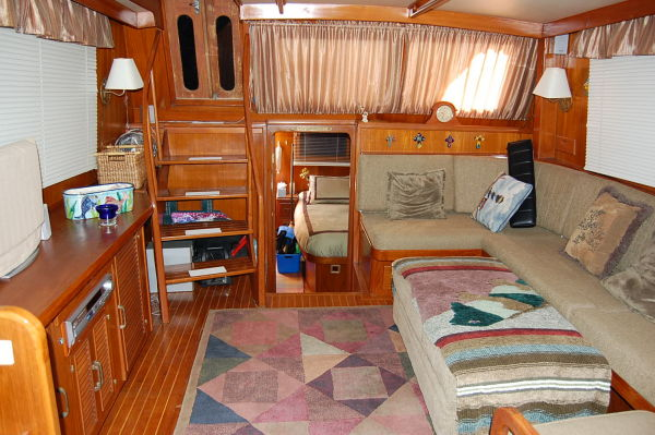 48' Offshore Yacht Fisher+Fwd view