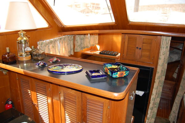 48' Offshore Yacht Fisher+Dinette