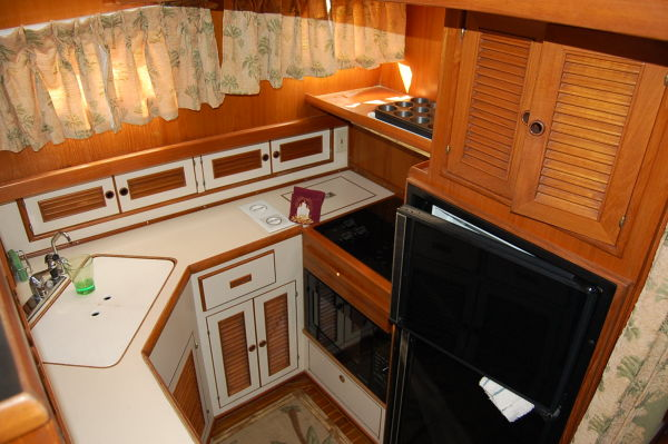 48' Offshore Yacht Fisher+Galley cabinets