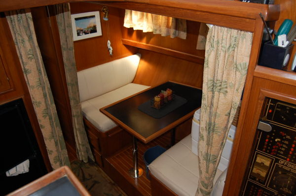 48' Offshore Yacht Fisher+Fwd berth
