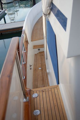 48' Offshore Yacht Fisher+Aft deck