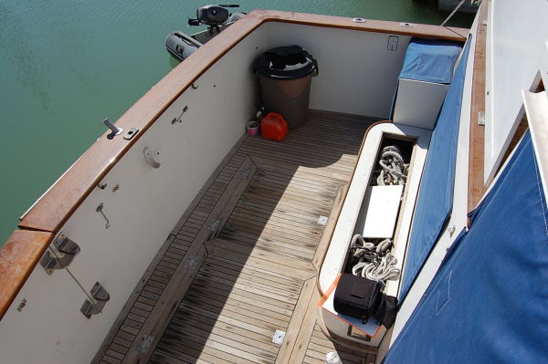 48' Offshore Yacht Fisher+Aft berth