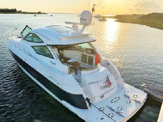 2013 Cruisers Yachts 540 Sports Coupe