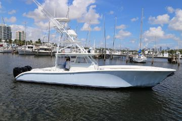 42' Yellowfin 2011