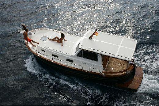 2009 Menorquin Yacht 100