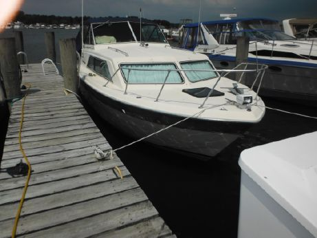 1984 Chris Craft 281 Catalina