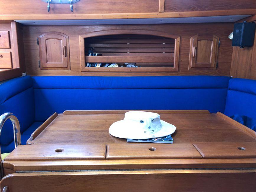 Pacific Seacraft 34 Salon Dinette
