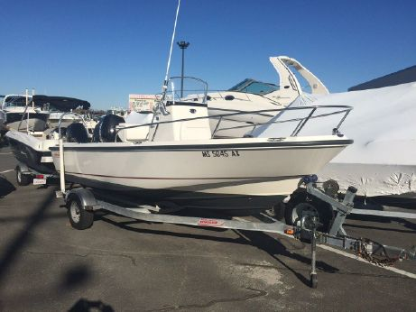 2006 Boston Whaler 190 Outrage with Trailer