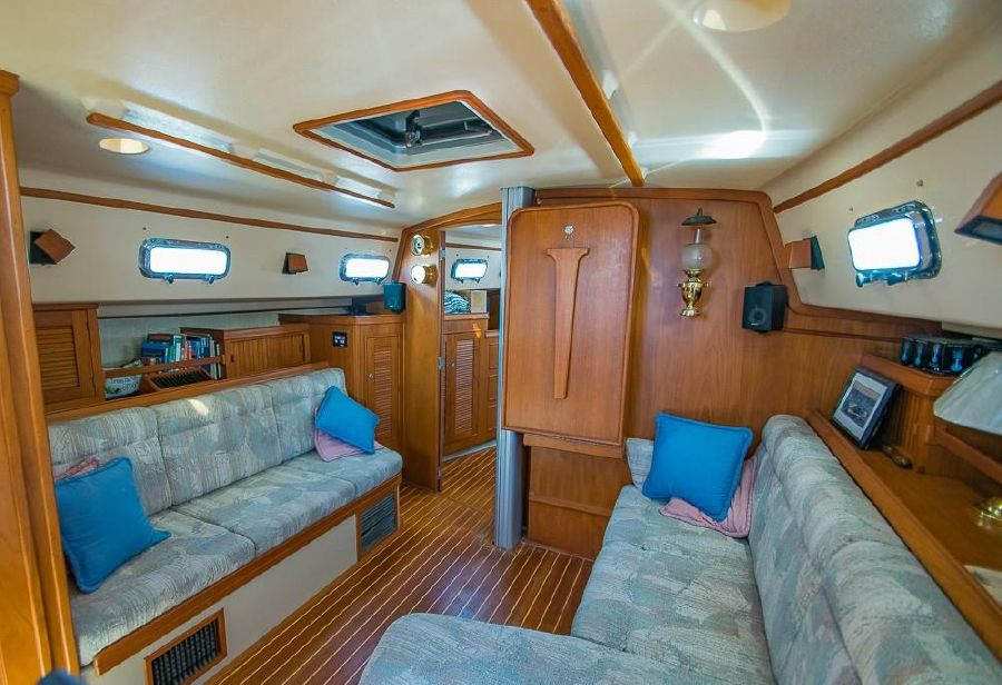 Island Packet 40 Sailboat for sale Salon