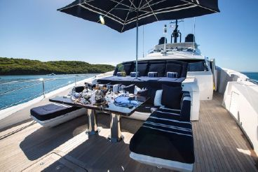 thumbnail photo 2: 2016 Sunseeker 131 Yacht