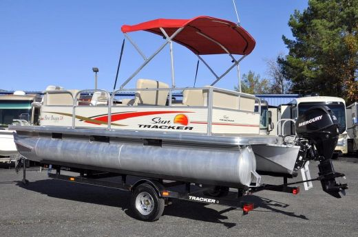 2010 Sun Tracker BASS BUGGY 18
