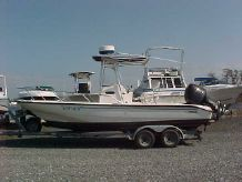 2003 Boston Whaler 220 Dauntless