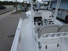 2019 Sea Pro 248 DLX Bay Boat