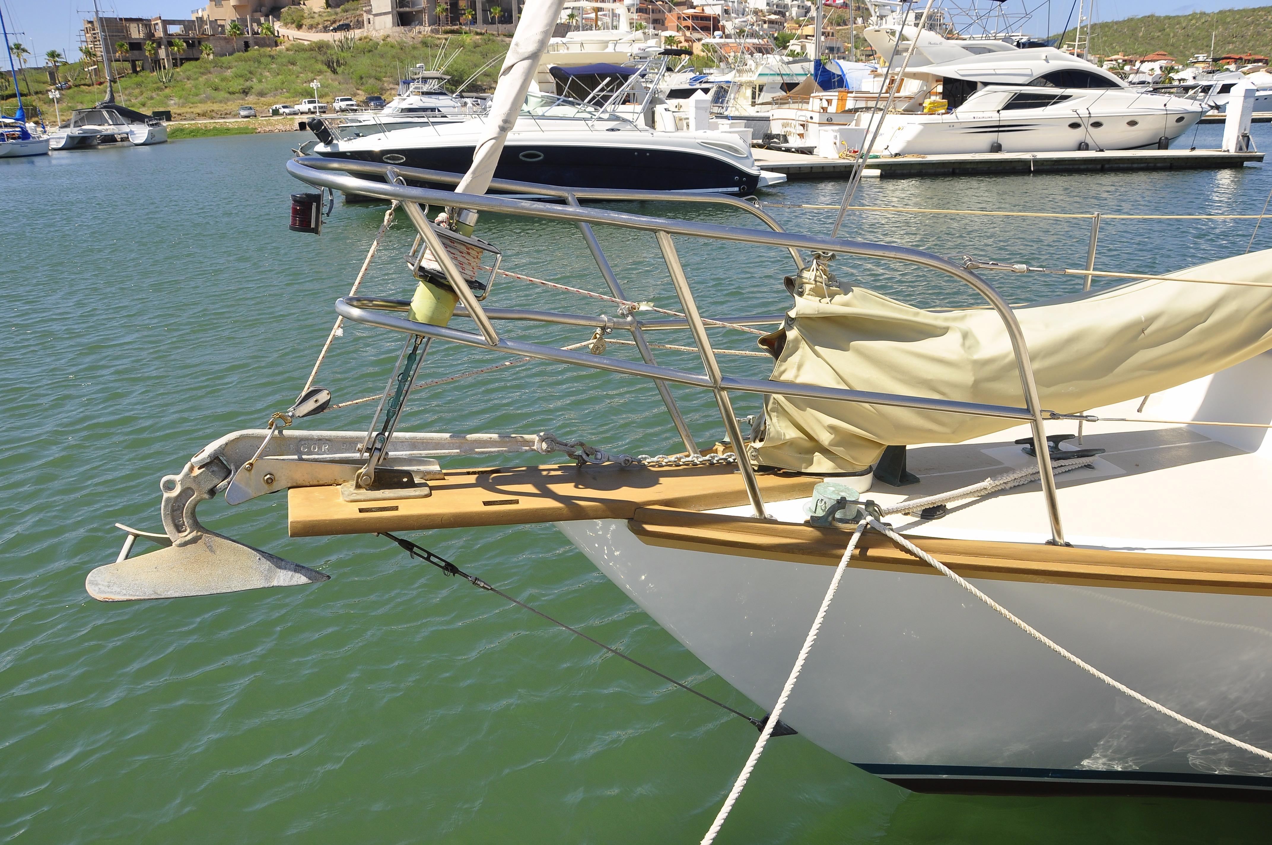 30' Cape Dory Cutter+Photo 12