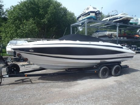 2004 Regal 2250 Cuddy