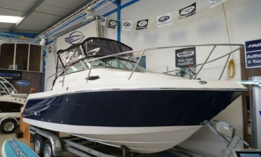 2013 Robalo 225 Walk Around