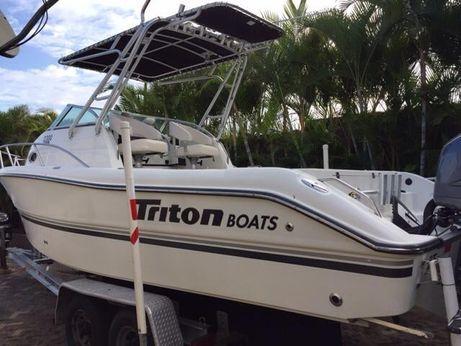 2001 Triton 2300 WA
