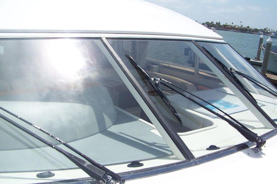 2000 Viking Sport Cruisers 68 Motor Yacht windshield