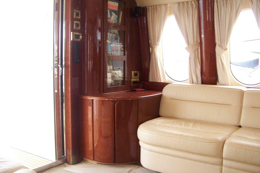 2000 Viking Sport Cruisers 68 Salon