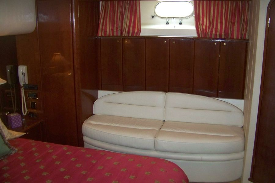 2000 VIking Sport Cruisers 68 Master Cabin Settee