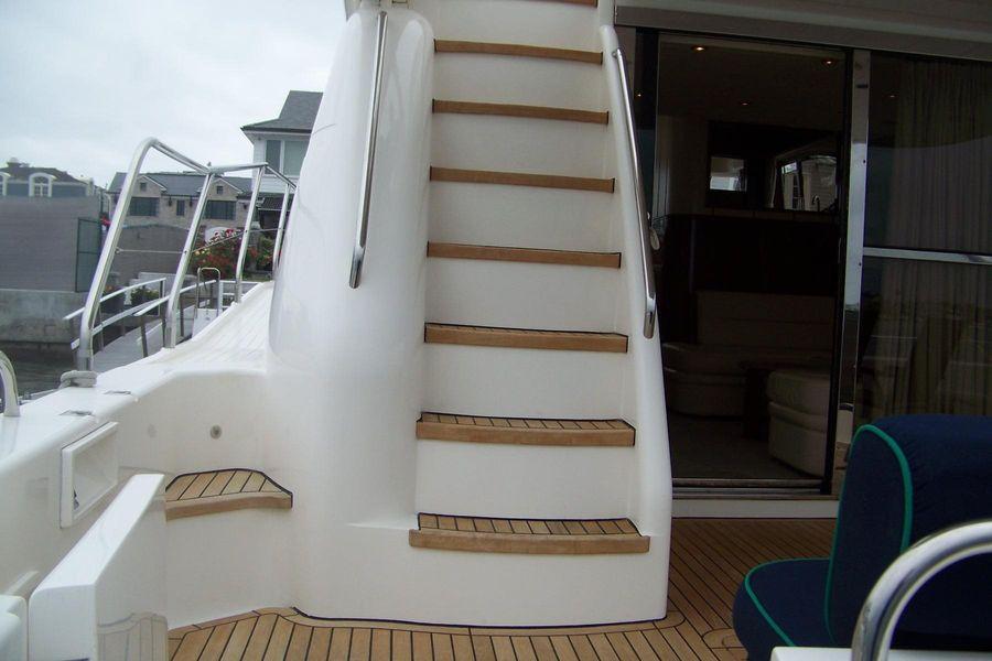 2000 Viking Sport Cruisers 68 Flybridge Ladder