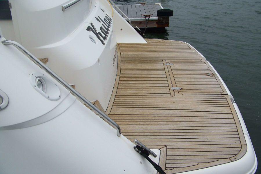 2000 Viking Sport Cruisers 68 Swim Step