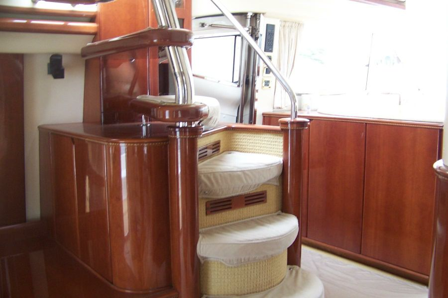 2000 68 Viking Sport Cruisers Yacht Spiral Staircase