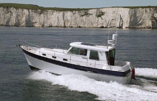 2013 Windboats Hardy Commander 32