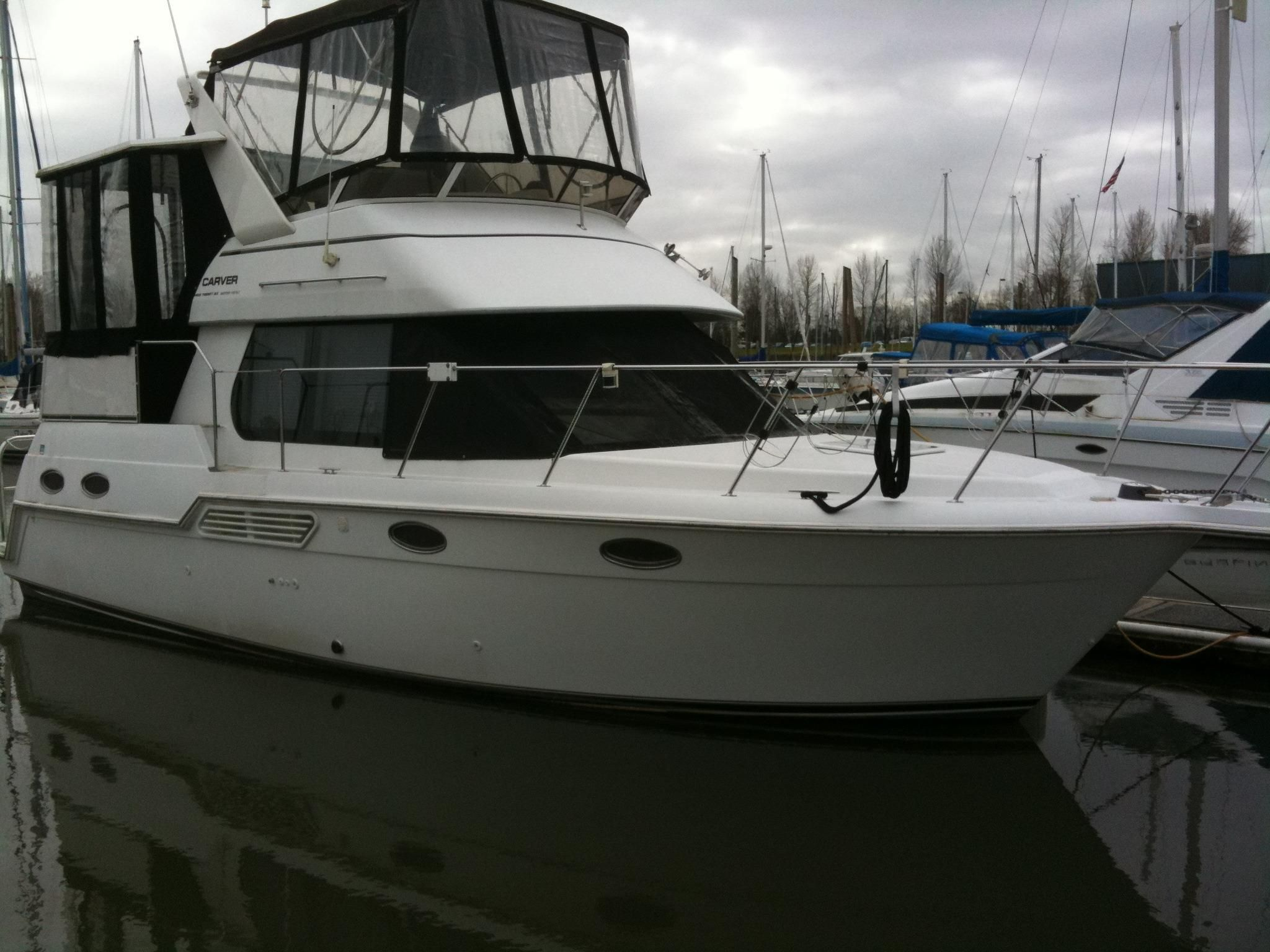 2000 carver 326 aft cabin motor yacht power boat for sale for Large motor yachts for sale