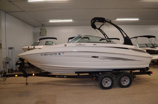 2012 Sea Ray 220 Sun Deck