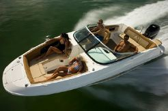 2014 Sea Ray 240 Sundeck Outboard