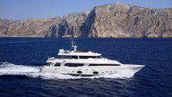 2011 Ferretti Yachts Customline Navetta 33