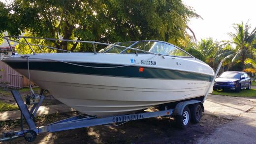 2000 Bayliner 2352 Cuddy Cabin