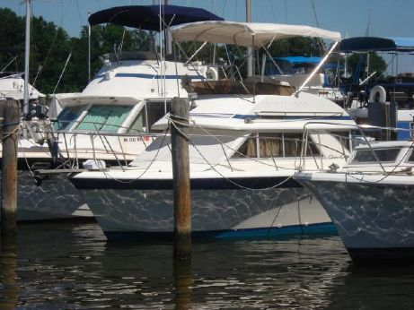 1985 Chris Craft 315 Commander Sedan