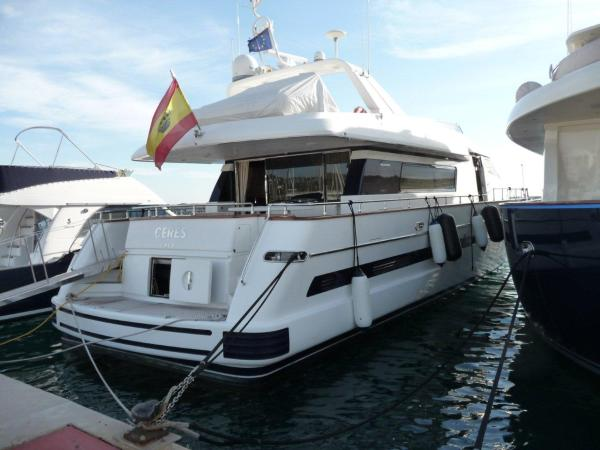 San Lorenzo 82 built 2003 with 2x1420 Caterpillar. 4 double cabins plus crew ...